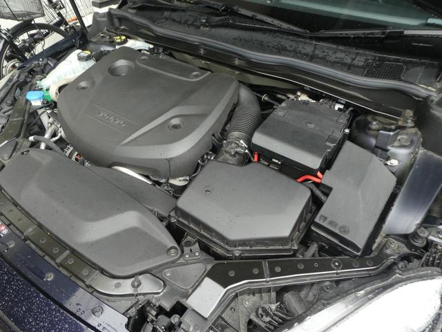 当店の認定中古車(VOLVO APPROVED CAR)はメーカー基準の車齢・走行に応じた内外装・機関の176項目もの項目に厳密な点検を実施。すべての基準を満たした自信を持ってお届けする中古車です
