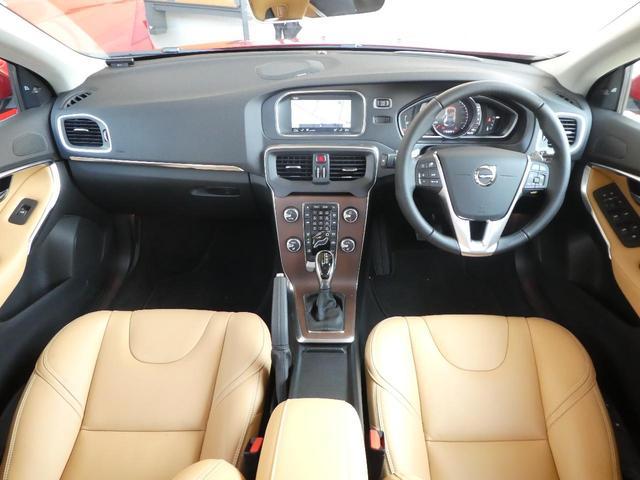 上級グレード「T3インスクリプション」の後期型2017年モデル人気カラーをボルボ・カーズ大分より認定中古車でご紹介!上質なオーダー仕様にアンバーレザー・先進の安全支援機能「インテリセーフ」搭載!