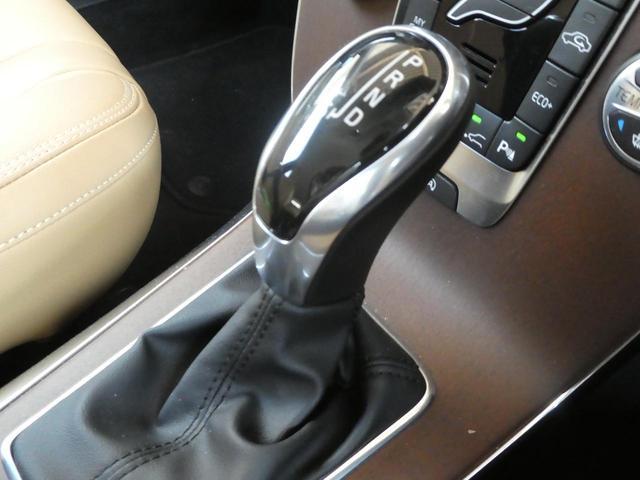 トランスミッションは電子制御6速A/Tを搭載、マニュアルモード機能を備えます。実燃費に近いJC08モードでは、16.5km/L(カタログ値)と高い燃費性能を誇ります。