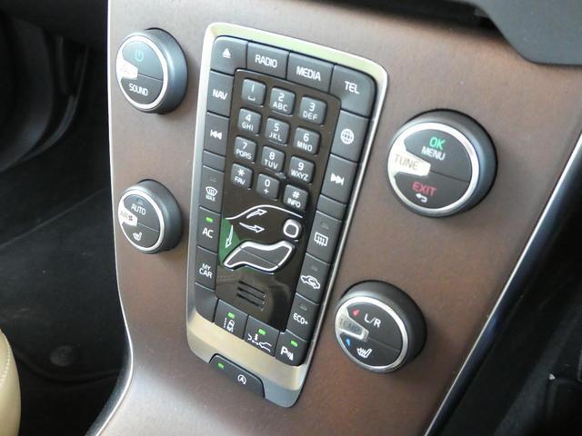 インスクリプションには高級感のあるウッド・インストゥルメントパネルが装着されます。使用頻度の高いボタン・スイッチ類は大きく配置され、安全性を最優先して設計されています。