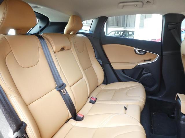 後席も使用感はほとんど感じられず大変綺高級感溢れるフルレザーシート麗なコンディションを保って入庫しております。ISO-FIXにも対応したシートを採用し、チャイルドシートも簡単にお取り付けいただけます。