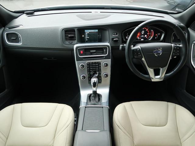 2017年モデル特別仕様車!オプションカラーのクリスタルホワイトパールの特別仕様車が入庫!内装はベージュカラーのスポーツレザーを纏います。先進の安全支援機能【インテリセーフ10】も内蔵した一台!
