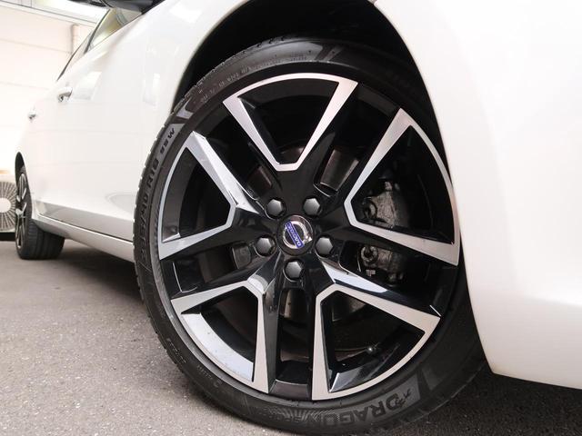 D4ダイナミックエディション専用にデザインされた18インチアルミ。ブラック×シルバーのポリッシュ塗装がスポーティですね!