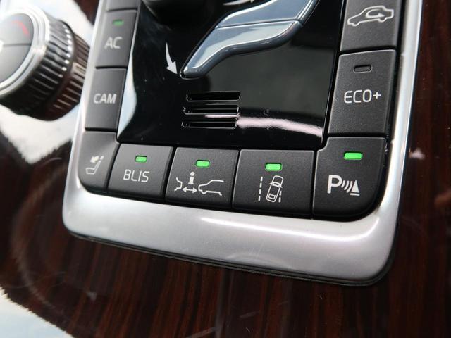 緊急ブレーキや車線逸脱警告、ブラインドスポット、アダプティブクルーズなどボルボが世界に誇る安全支援機能「インテリセーフ」を内蔵。10種類のセーフティ機能により搭乗者を安全に目的地までお連れします。