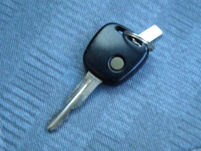 普通車購入の場合は、車庫証明が必要です。駐車場の所有がご自分の場合は、管轄警察署へ。借地の場合は不動産会社にてお取り寄せ下さい。