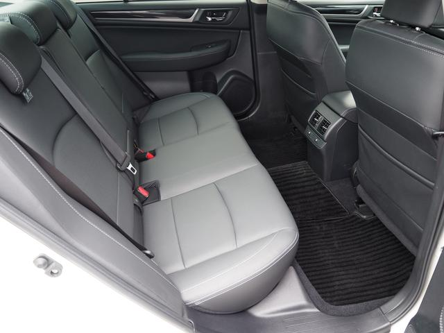 """SUBARU認定中古車では、気持ちよくお乗りいただくために全車に""""まごころクリーニング""""を実施しています。"""