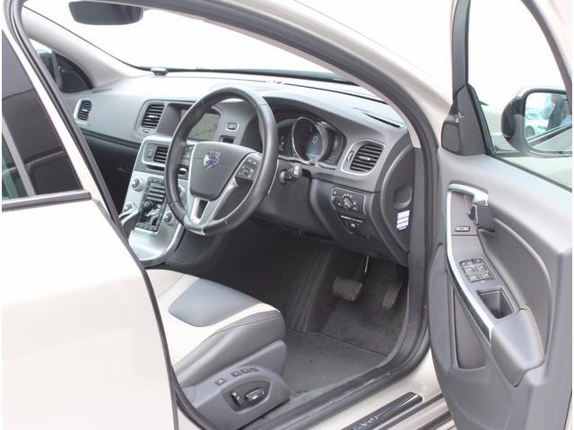ボルボ ボルボ V60 T5 AWD SE弊社デモカー レザーPKG スポーツシート