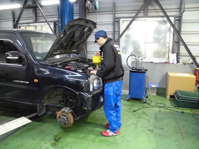 民間指定工場になりますので点検を始め車検整備も行っております!