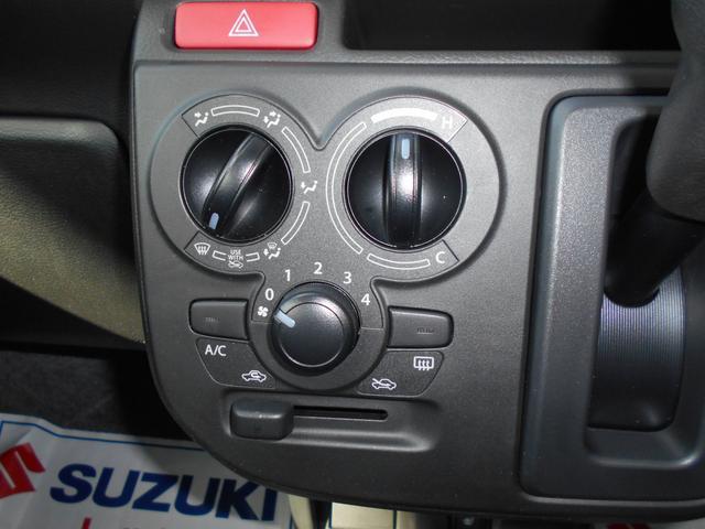 マニュアルエアコンです。操作はとても簡単です!!!