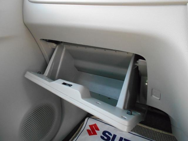 グローブボックスには車検証など収納して下さい。