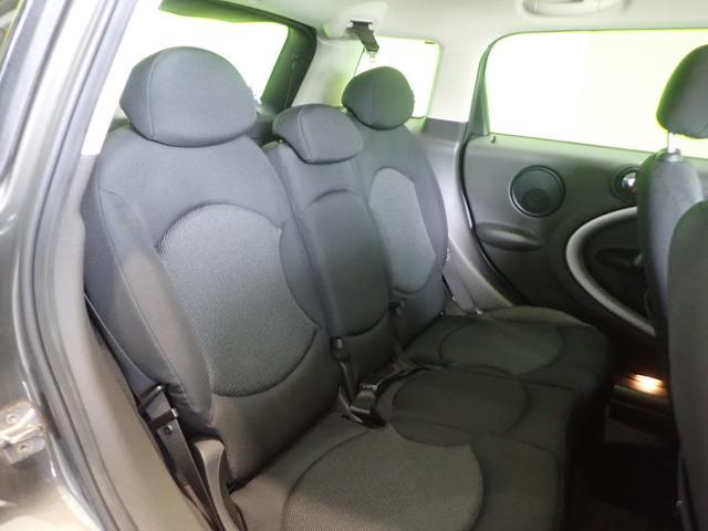 ★リヤシートをたためば広い荷室に早替わり。旅行お出かけや買い物にも便利な車です!★