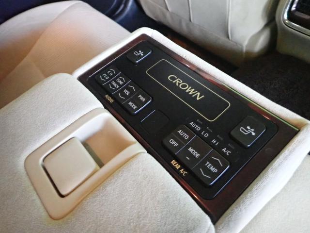 ★後部座席・オートエアコンはボタン一つで室内を快適に保ってくれます♪見た目もオシャレで便利な装備が整った車ですよ!★