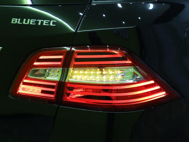 ML350 ブルーテック4マチックAMGスポーツ 4WD フルセグHDDナビ Bカメラ 黒革Pシート 全席シートヒーター プレセーフブレーキ レーンキープアシスト F&Rソナー キーレスゴー Pバックドア ルーフレール オートHID&フォグ 20AW 7AT(72枚目)