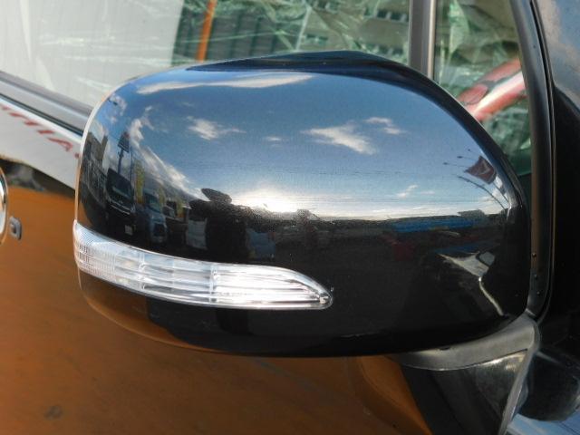 右左折時やハザードランプ点滅時に、他のドライバーや歩行者からの視認性の高いドアミラーターンランプ!
