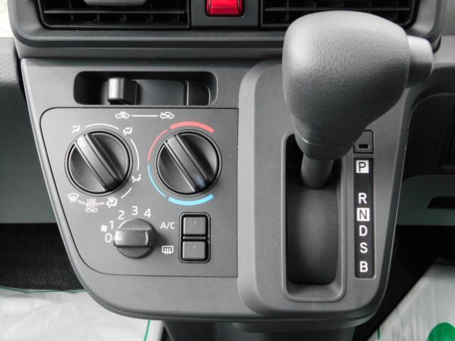 L 届出済未使用車 左右スライドリヤドア キーレス LEDヘッドライト 走行距離11km(18枚目)