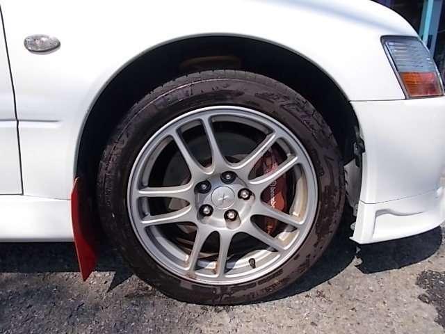 タイヤ MOMO 235/45R17(H30年5月交換)