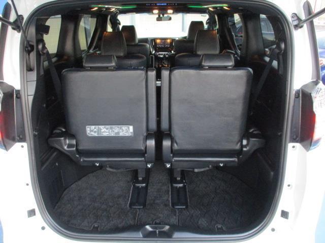 サードシートもスライドで荷物も人も広がります