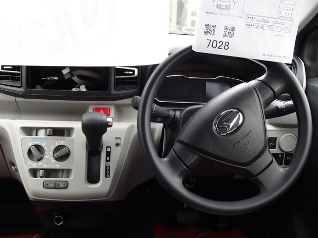 X SAIII ワンオーナー 禁煙車 衝突被害軽減システム 盗難防止システム アイドリングストップ ライトレベライザー オートライト(12枚目)