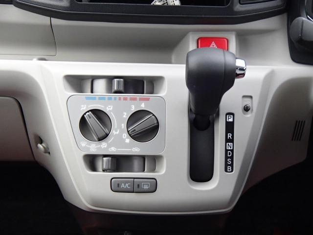 X SAIII ワンオーナー 禁煙車 衝突被害軽減システム 盗難防止システム アイドリングストップ ライトレベライザー オートライト(13枚目)
