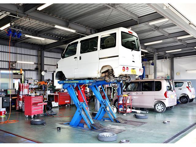 新車と同様の保証(有料)がつけられます。また最新の大型整備工場とプロメカニックが常駐しておりアフターメンテナンスも万全です。