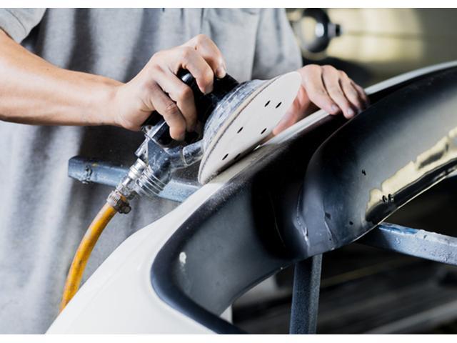 高い技術力と丁寧な仕事の鈑金修理はお客様に安心をお届けしております。キズ・へこみ修理はお任せください!お見積・代車も無料!事前見積で安心・丁寧にご説明後、お客様が納得いただいてからの作業になります。