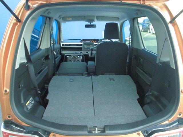リヤシートを倒すと広々室内空間★助手席を倒すと長さのあるDIY資材なども積み込み可能。