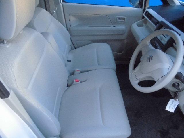 フロントシートはゆったりした空間があり運転しやすそう。