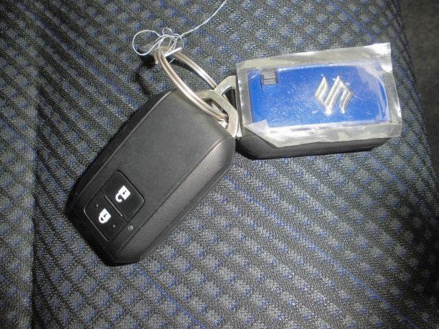 ブルーのスマートキーをセットでご用意しました。