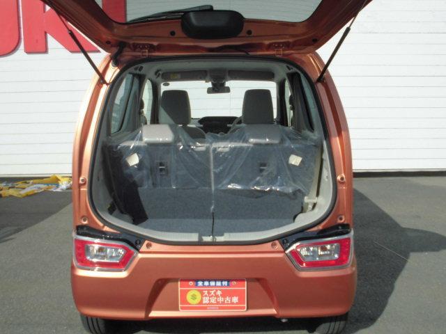 バックドアは上開き跳ね上げ式。開口幅と荷室幅の拡大でラゲッジアンダーボックスにベビーカー収納可能♪