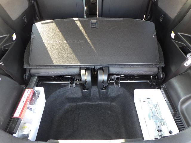 ラゲッジボード下は、荷物を収納できるサブトランクとして使用可能です。