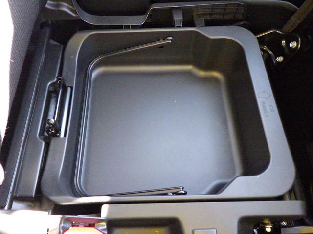助手席下に大容量の収納スペースを用意しています!便利ですね。