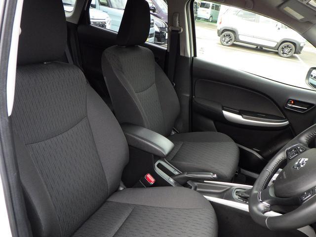 チルトステアリングと運転席シートリフターが装備。体格に合わせてシートやステアリングの位置をきめ細かく調節が可能です!