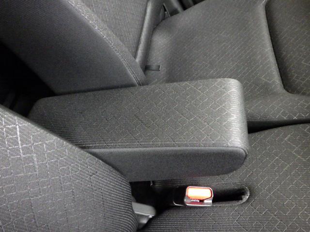 長時間のドライブにはアームレフトで助かります。