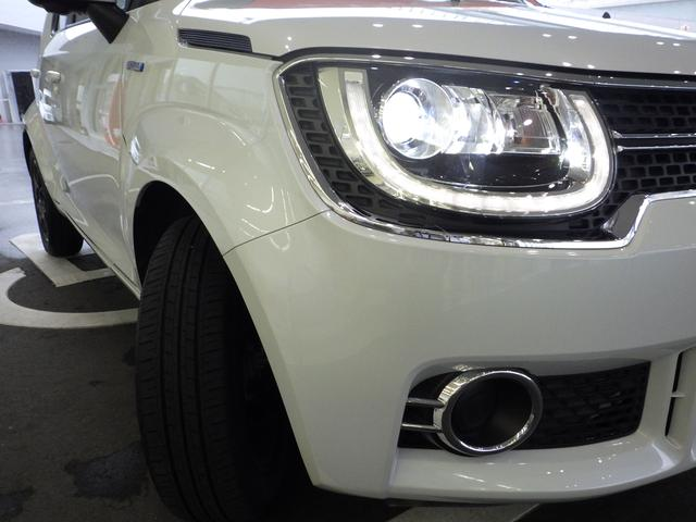明るく省電力なLEDヘッドランプにオートライトも標準装備です。