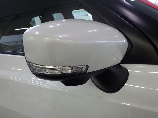 ◆LEDサイドターンランプ付きドアミラー◆電動式ですのでリモコンで格納できます。LEDでエネルギーに優しいしシグナルも目立ちますので他の車からも確認しやすいですね♪