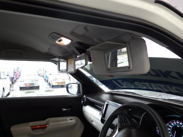 運転席と助手席にはバニティーミラーが装備しています。