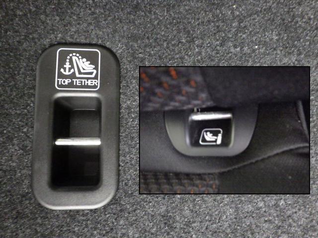 固定用アンカーでお子様を安心して乗せられるよう、チャイルドシート上端を固定するためのデザーアンカーも標準装備しています。