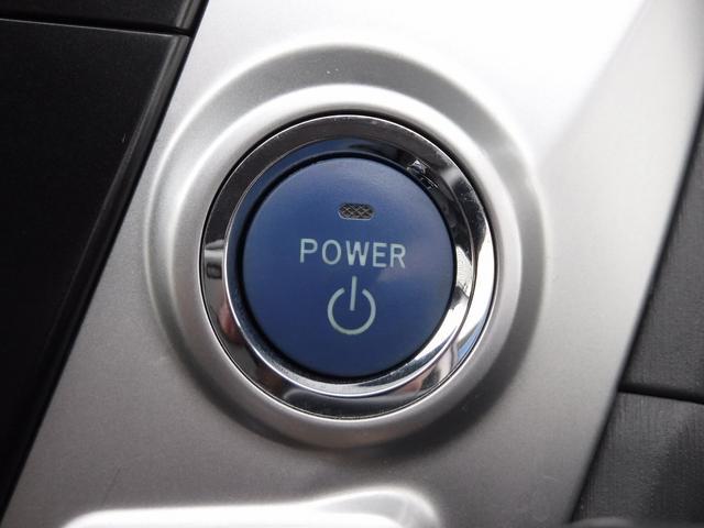 ★スマートキー&プッシュスタート機能がございますので、ドアの開閉からエンジンをかけるところまで鍵を触れずに操作可能です。毎日お車を使用するお客様ですとあると便利です!!