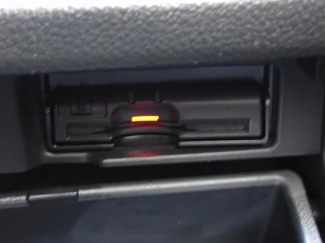 ★両側自動ドアスイッチ!!★【車線逸脱システム】道路上の白線 (黄線) をカメラで認識し、ウインカー操作を行わずに車線を逸脱する可能性がある場合、ブザーとディスプレイ表示により注意を喚起を行います。