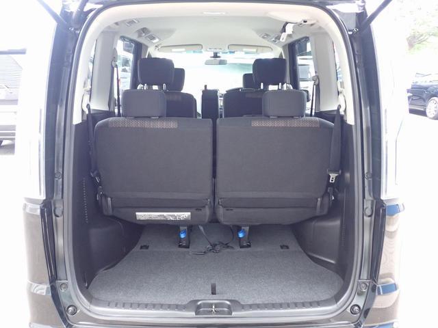 ★8人乗りですけどシ-トアレンジを7人乗りに出来ますので大変便利で足元広々、ゆったりとした後席です。 後席でのびのび、リラックス快適な空間でドライブはいかがですか♪(☆内装クリーニング済みです☆)