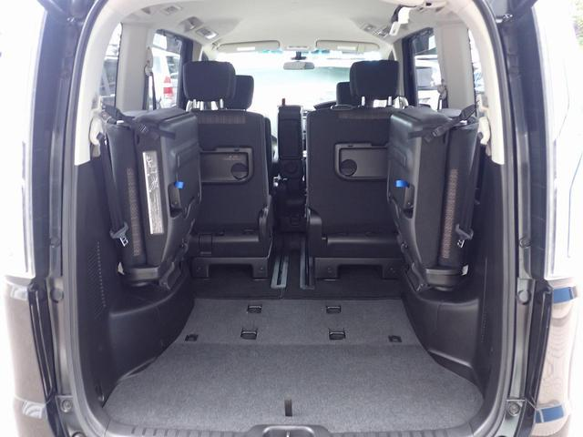 ★8人乗りで足元広々、ゆったりとした後席です。 後席でのびのび、リラックス快適な空間でドライブはいかがですか♪(☆内装クリーニング済みです☆)
