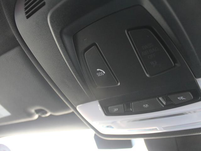 BMW SOSコール:エアバックが展開するような深刻な事故や、衝突などの衝撃を感知して車両から自動的にコールセンターへ発信するシステムです。