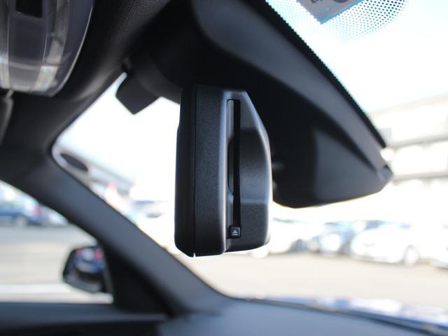 BMWのETC車載器はルームミラーと一体型。スマートのデザイン