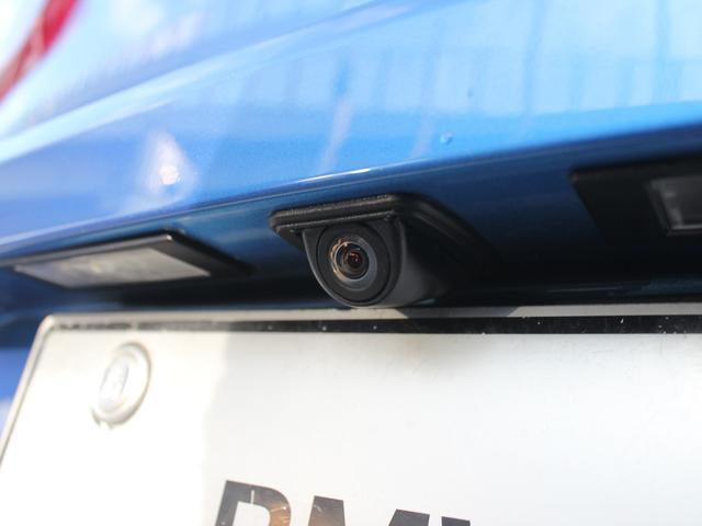 リヤ・ビュー・カメラ:車両後方部の障害物、歩行者のなどを高解像度のモニタで確認可能。