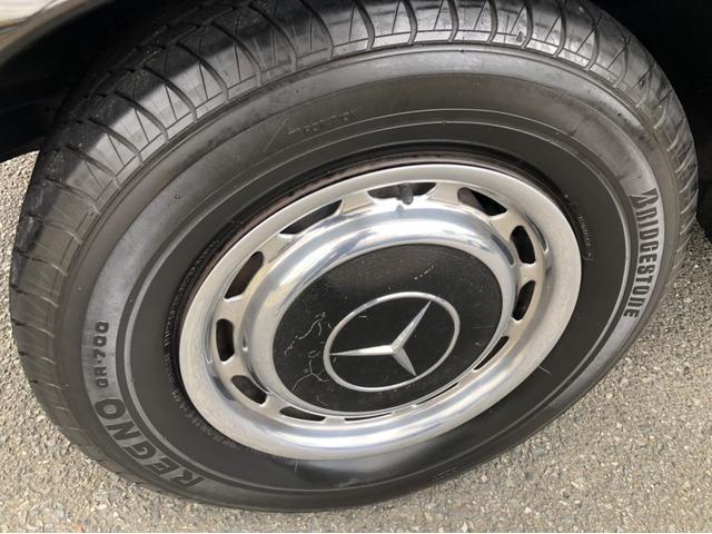 タイヤはいつのか分からないレグノです。腐ったタイなのでさっさと交換しましょう。
