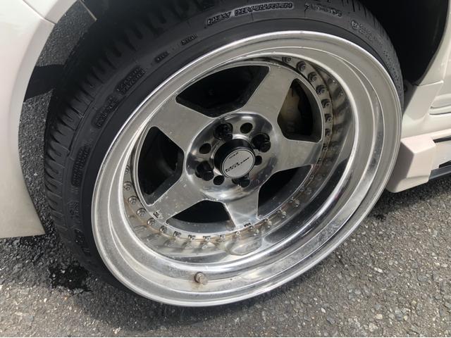 左後ろタイヤです。ブレーキはディスクブレーキになっています。