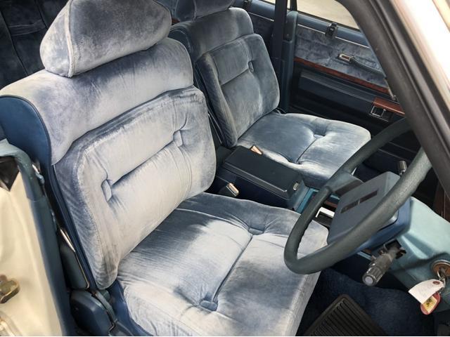 現車はそうでもないですが、画像でみると最早シルバーなシートになってしまっていますね。シルバーシートってどこにいったんでしょうかね。聞かなくなりましたね。