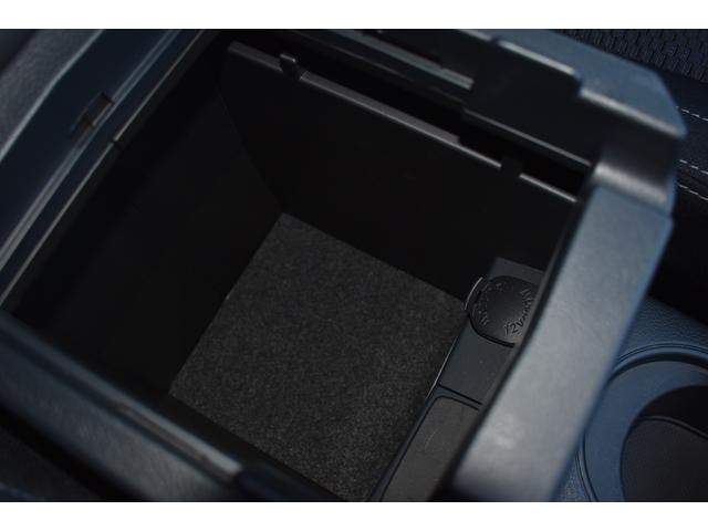 十分な容量を確保した機能的なコンソールボックス。