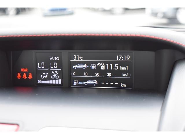 ダッシュボード中央に、大型液晶画面があり車両状況が把握でき便利です。