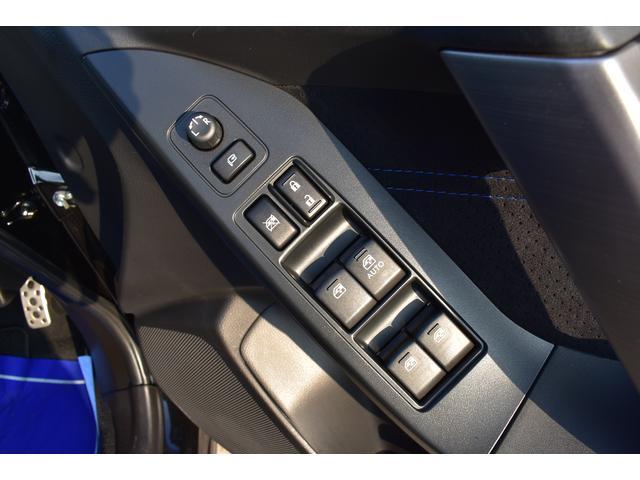 ドアミラーの細かい角度調整、パワーウィンド操作も運転席で行えます。
